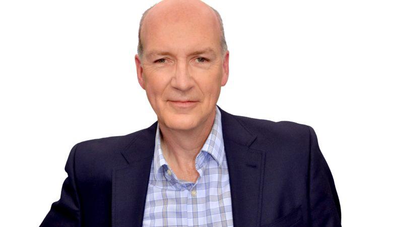 Ken Connors reprend les émissions matinales de fin de semaine à CJAD 800