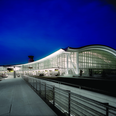 Astral Out-Of-Home Product - Aéroport international Pearson de Toronto