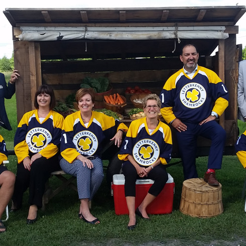 Great day for hay! From Left to Right: MP Marc Serré; LETTERKENNY Executive producer Mark Montefiore; MPP Marie-France Lalonde; Minister Eleanor McMahon; Premier Kathleen Wynne; Minister Glenn Thibeault; Sudbury Mayor Brian Bigger; LETTERKENNY Executive producer Patrick O'Sullivan