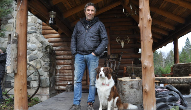 WEEK-END DE BOIS : Peter MacLeod initie ses chums aux plaisirs de la vie de chalet